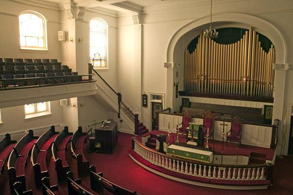 Elizabeth-City-First-United-Methodist-sanctuary-a.jpg