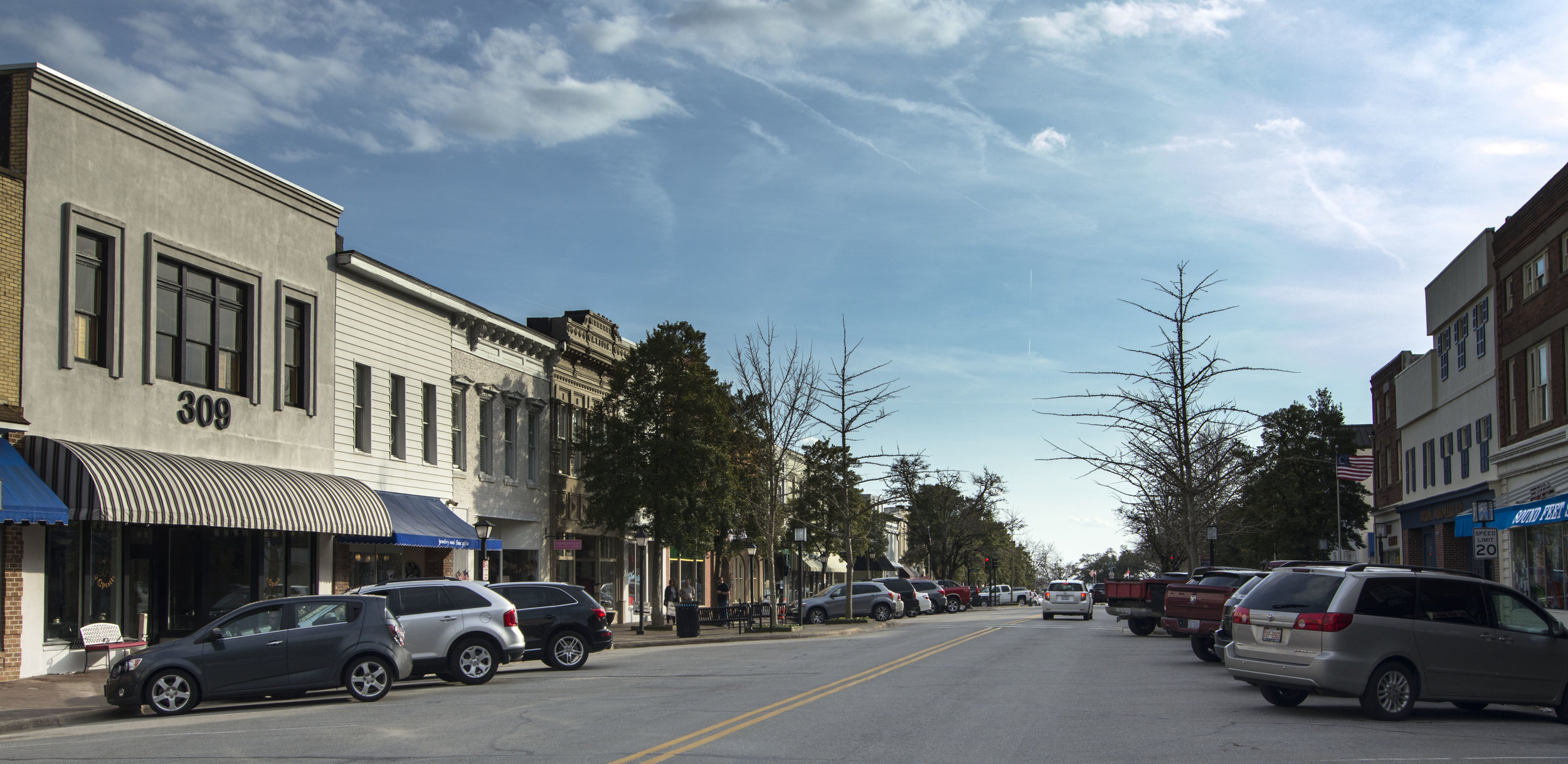 Broad Street in Edenton, NC is thriving