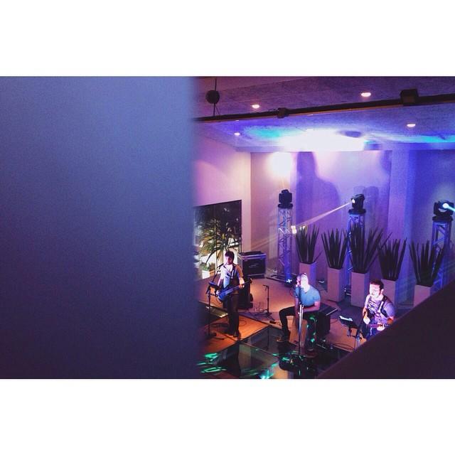 De ontem! Noite gostosa na Exxe Eventos. #bauru #exxe #exxeeventos #casalume #eventos #12cordas #foto #interiorsp
