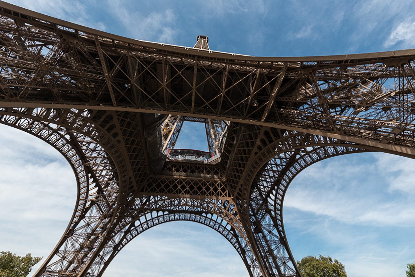 Under the skirt, Paris