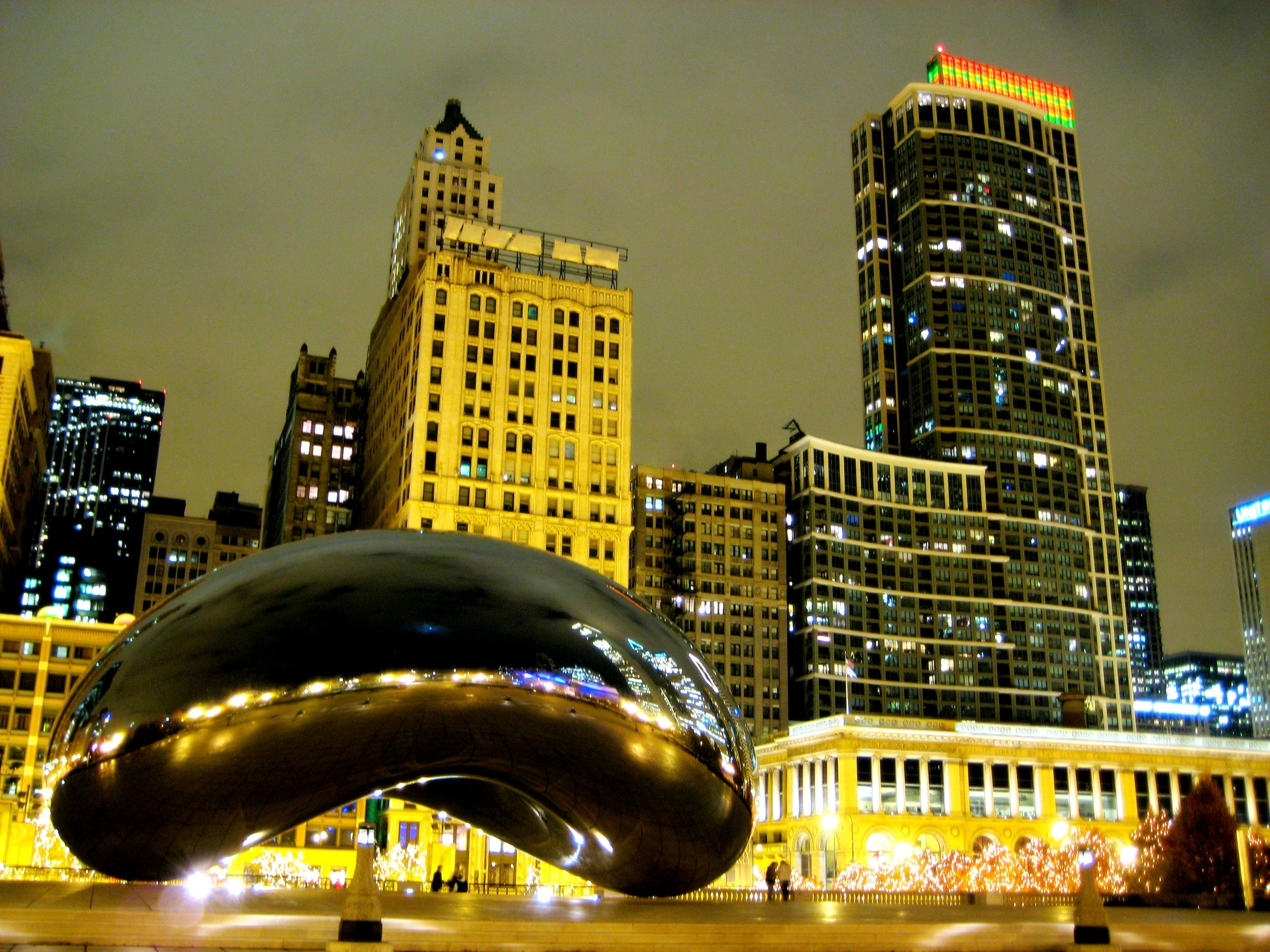 Cloud_Gate_at_Night_(Nov_2007).JPG