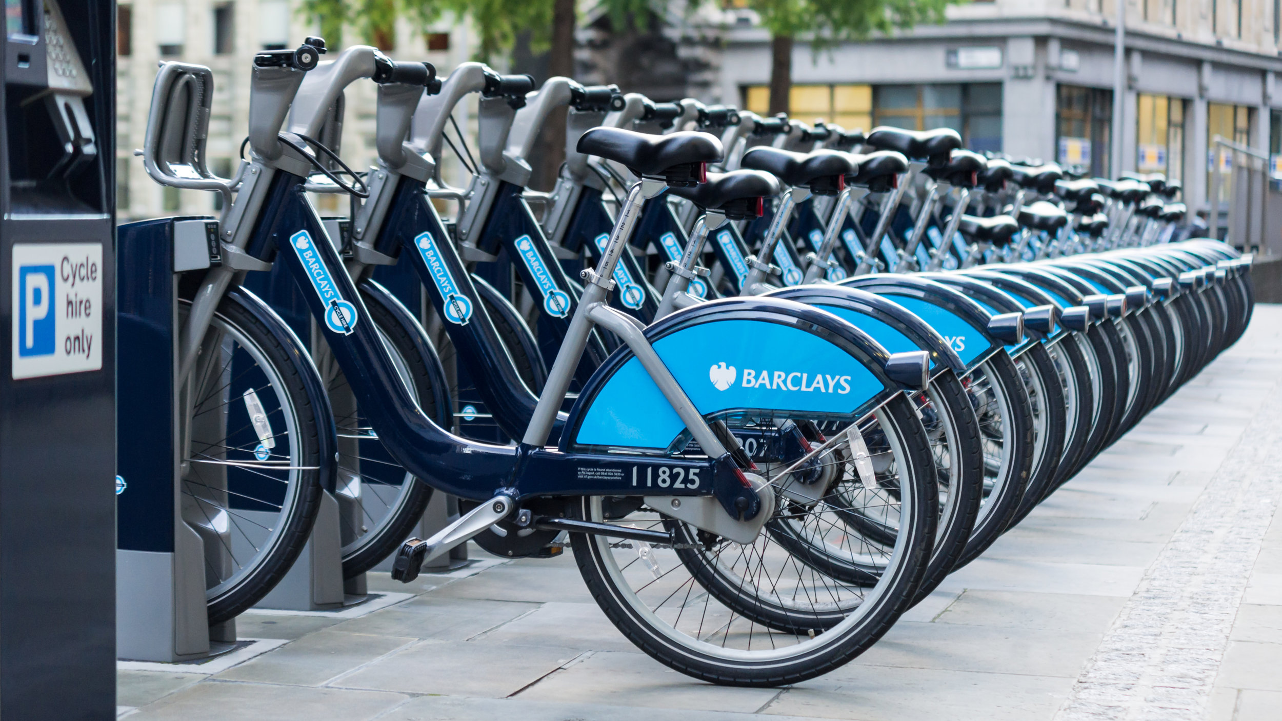 Barclays_Cycle_Hire,_St._Mary_Axe,_Aldgate.jpg