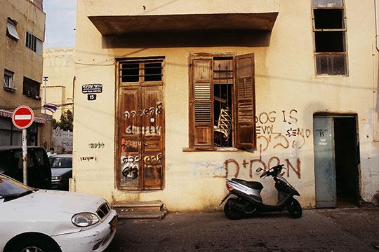 at_graffiti.jpg