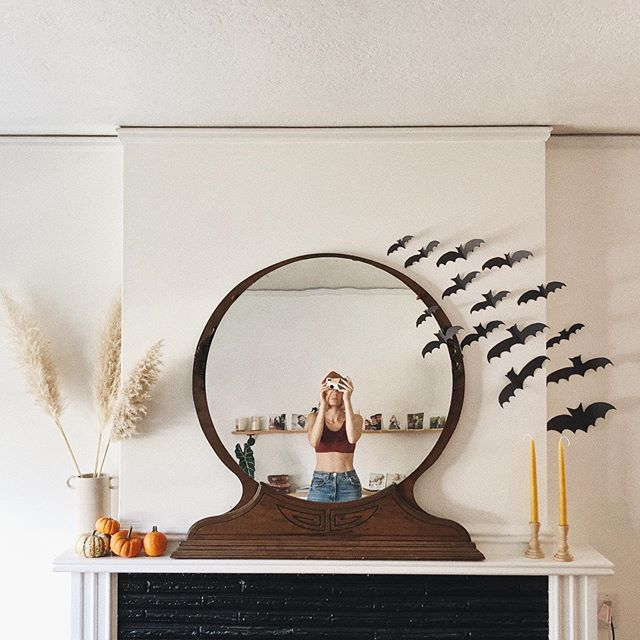 I've never, ever decorated for Halloween... Now I want to put bats and ghosts all over my house... Kids man, they change you. Swipe for the easiest crafts of all time.