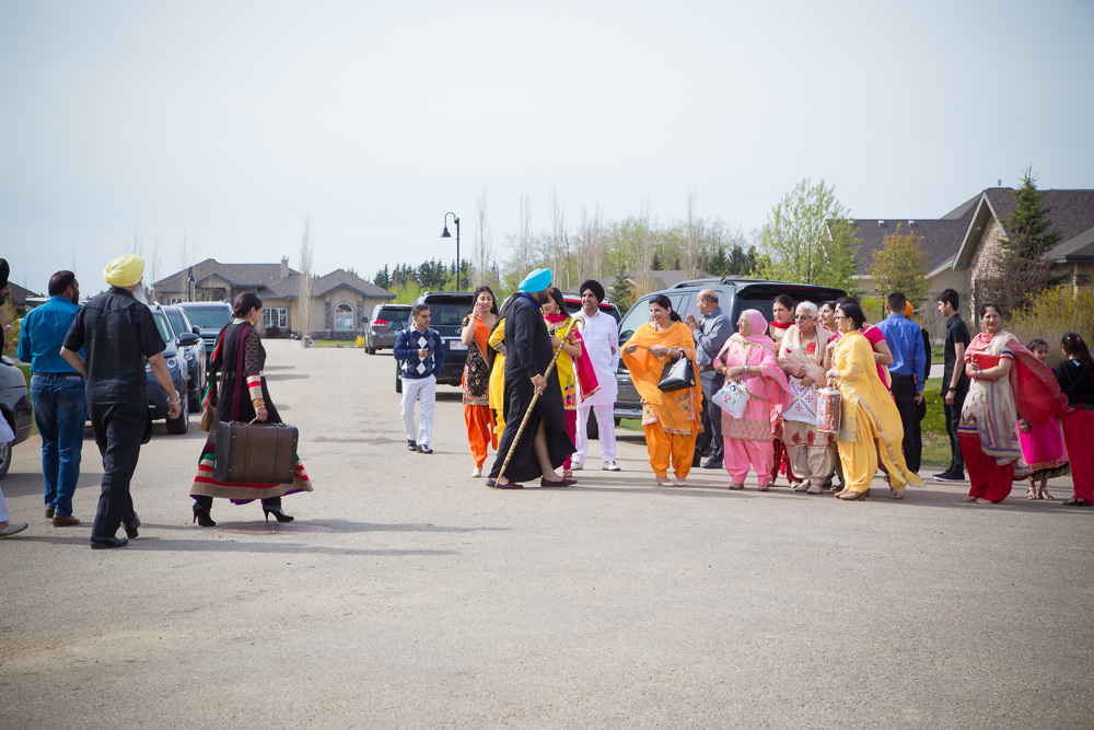 Janti's uncle arrives to proceed with the Vatna ceremony.