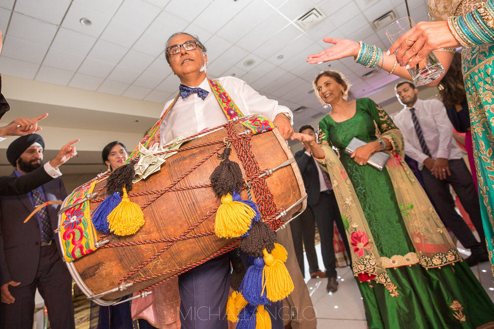 Sikh-Destination-Wedding-Maiyan-Jaago-Sangeet-Kelowna-Marriott-Grand-Okanagan