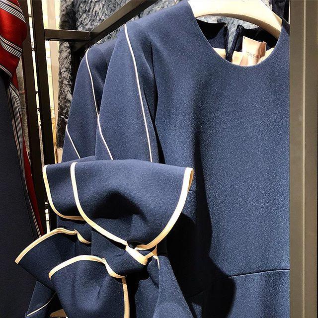 Wearing her art on her sleeve @roksandailincic  #blue #dress #bow #roksanda #torontoshopping