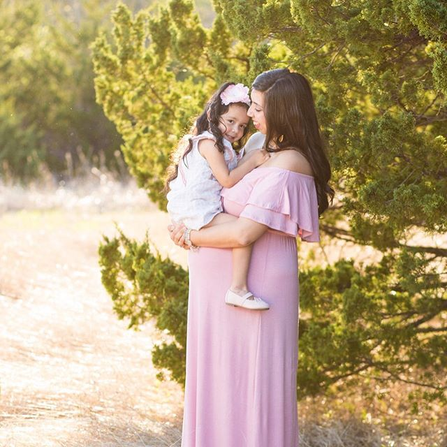 Happy Thursday, y'all! We're one day closer to the weekend! . . . . #townsendpics #maternityphotography #maternityshoot #familyshoot #motherdaughter #babyontheway #sweetfamily #dallasphotographer