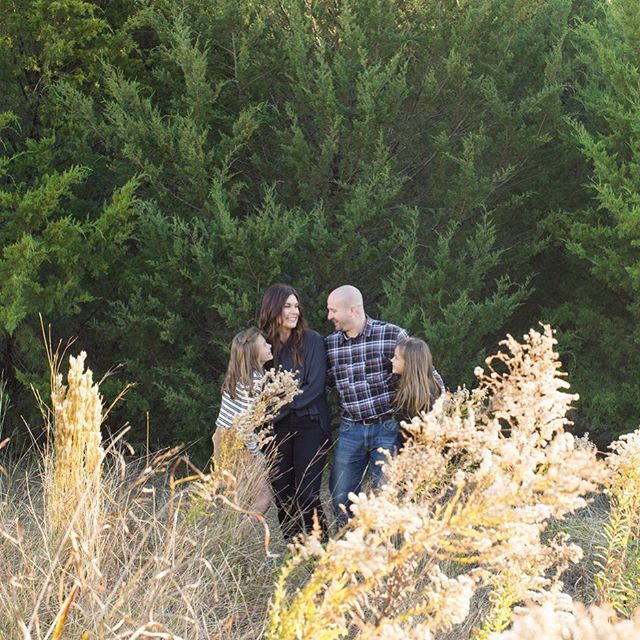 🍂Fall is the perfect time for family photos! Our mini-sessions are happening on November 3 & 9. •Sessions are 20 mins each & just $125! •You get 15+ digital images. . Message us to book a time! . . #familyphotography #familyphotoshoot #fallphotoshoot #forney #forneyphotographer #dallasphotographer #makememories #capturememories