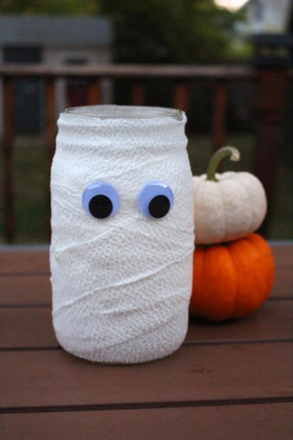 5 Minute Mason Jar Mummy