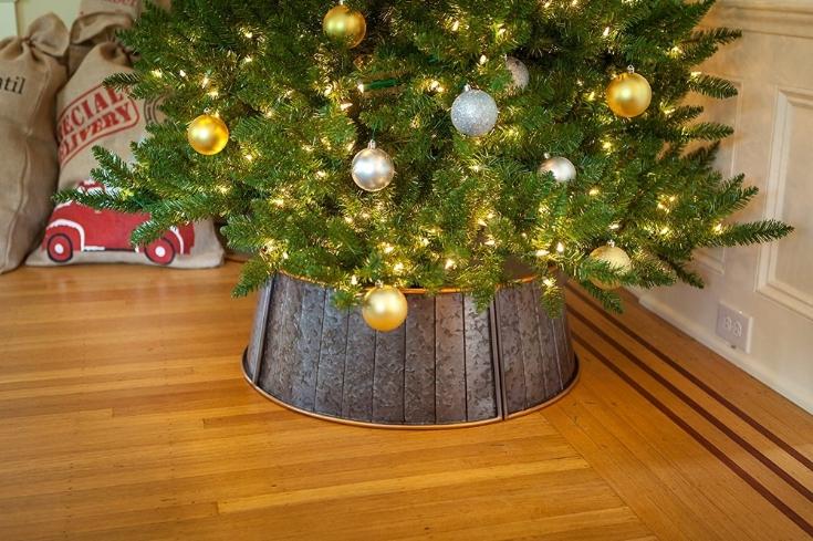 Metal tree collar