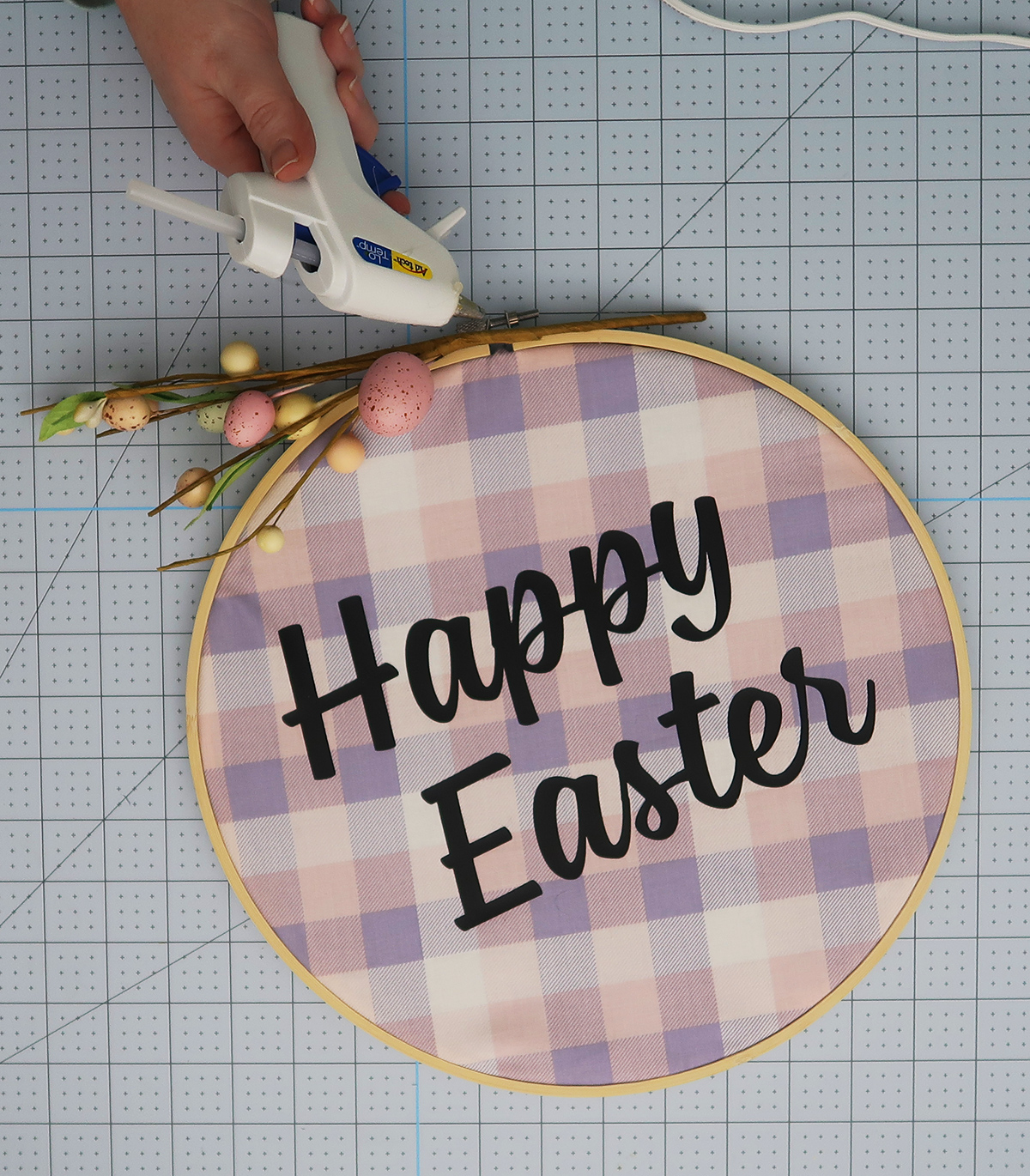 Embroidery Hoop Easter Wreath3