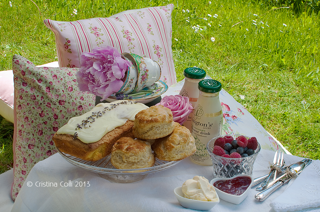 Vintage afternoon tea picnic by The Chipping Norton Tea Set