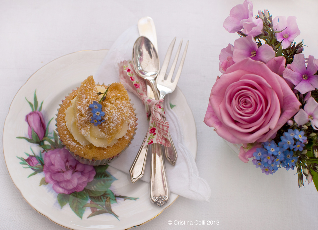Summer cupcakes by The Chipping Norton Tea Set