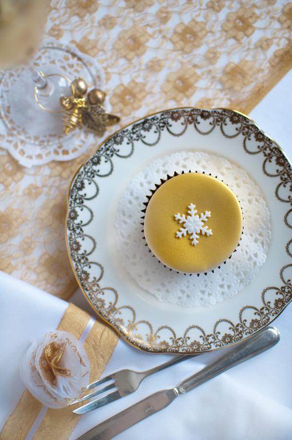 single gold cupcake The Chipping Norton Tea Set 0070.jpg