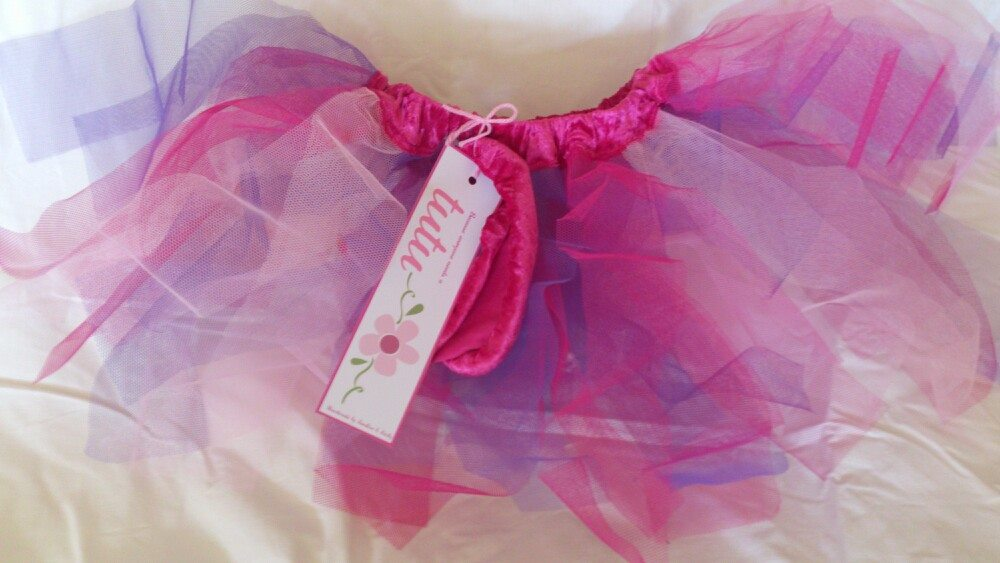 So, so disappointed that the tutus didn't sell. I thought they were gorgeous. Plus they came with extra scrunchies. Ah well. Neices will have nice Christmas presents this year.