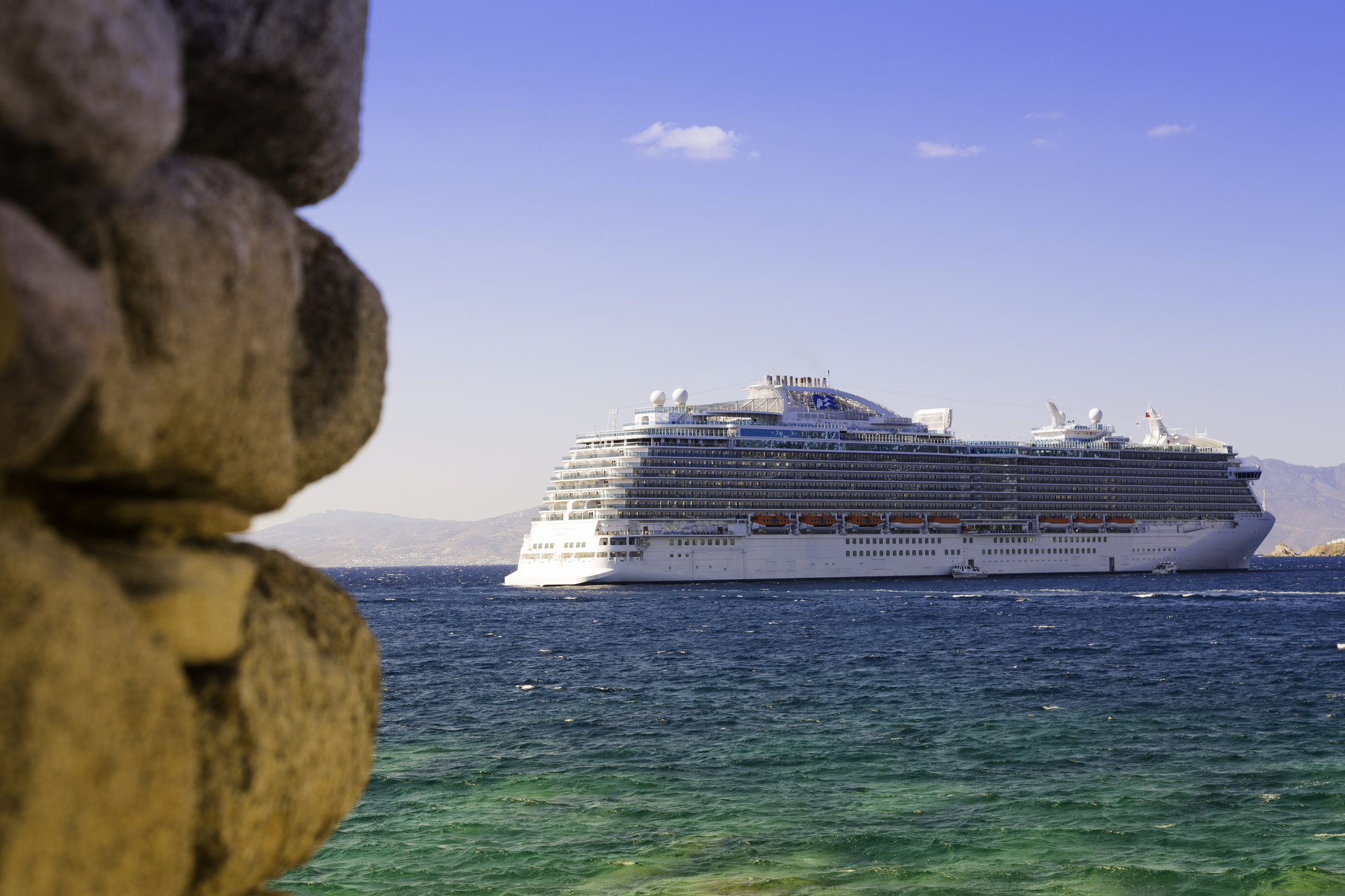 Cruise-ship-near-Mykonos---Greece-518880033_2122x1415.jpeg