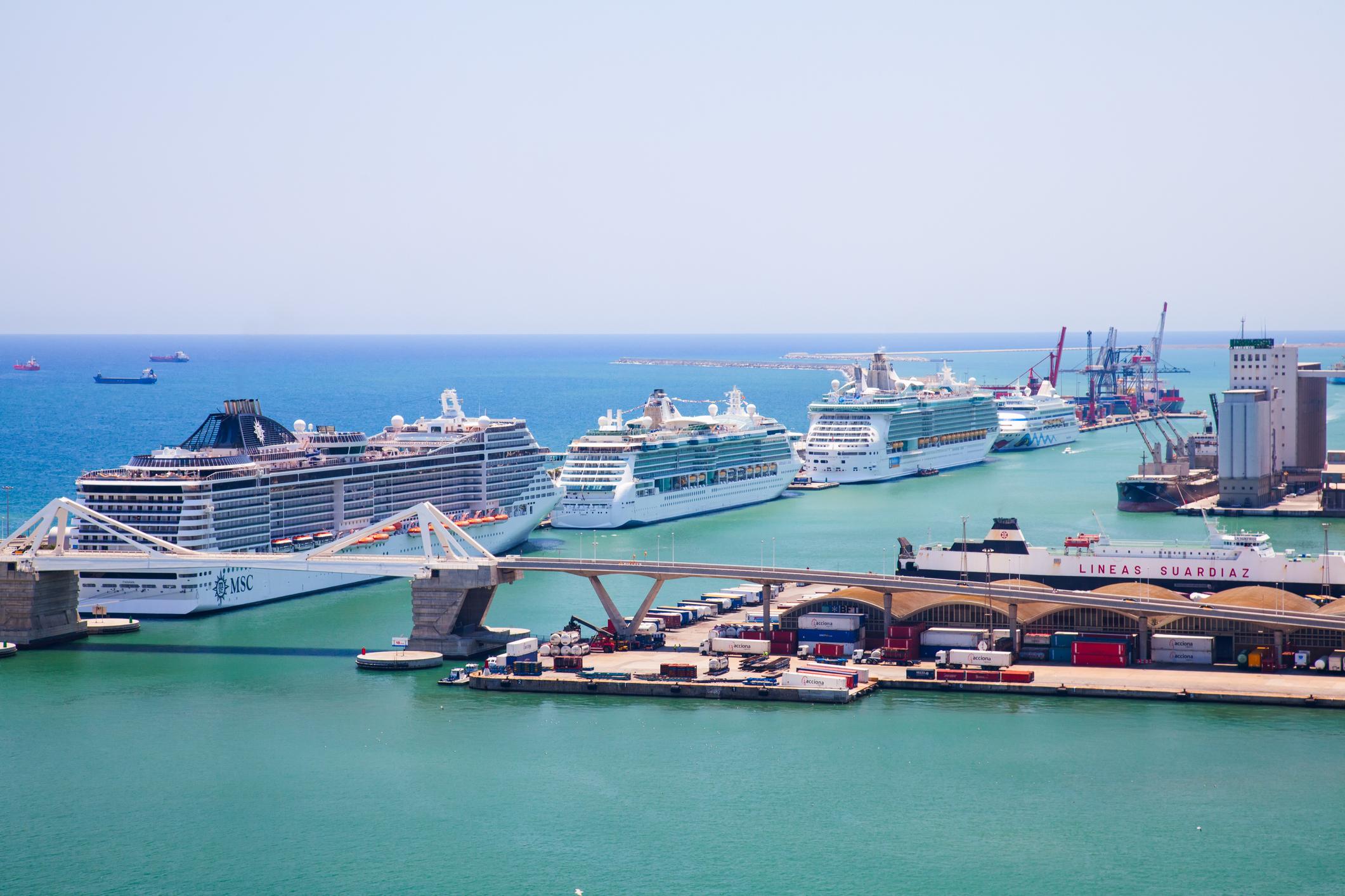 Harbor-of-Barcelona-458960741_2122x1415.jpeg