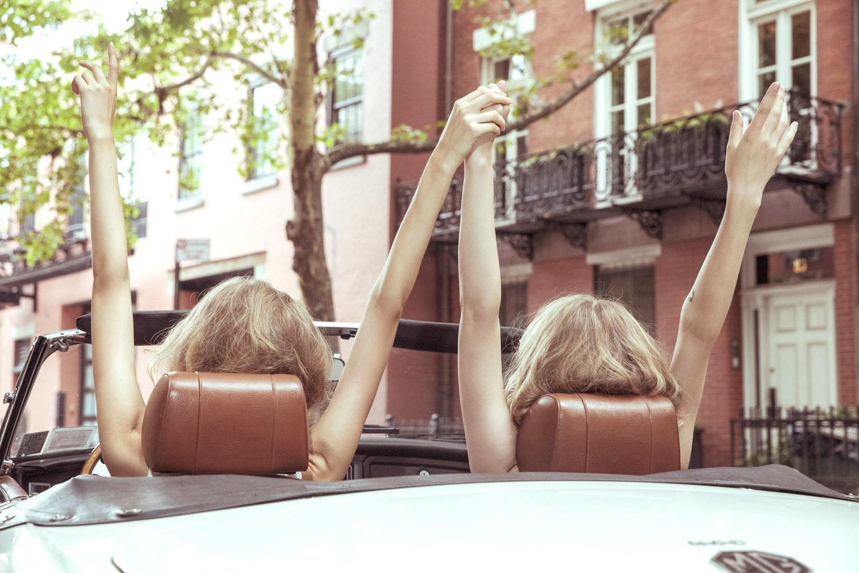 CopyrightRachelBrennecke2018_221Photographer_Fashion_Lifestyle_Twins_convertible_ride_best_friends_bestfriends_models_Beauty_2.jpg