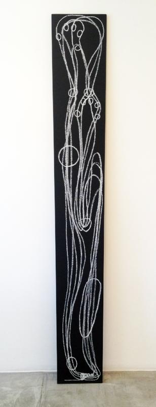Sobre a distância entre as mãos e os olhos | 2013 | giz pastel sobre mdf | 182 x 25 x 1,5 cm