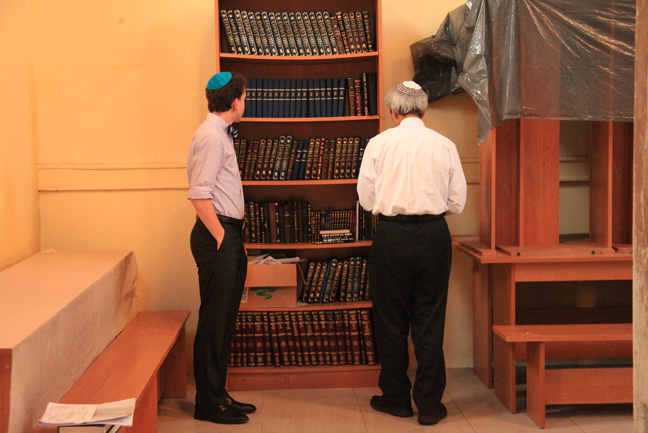 Rabbi Boraz and a student take a look at the siddurim and other texts donated to the synagogue.