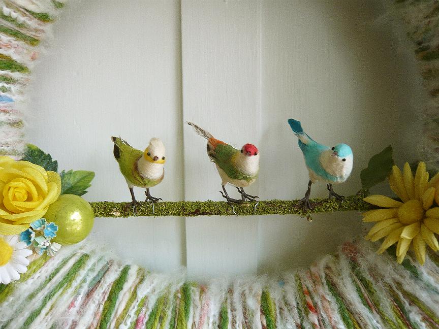 Bird Trio Yarn Wreath, detail