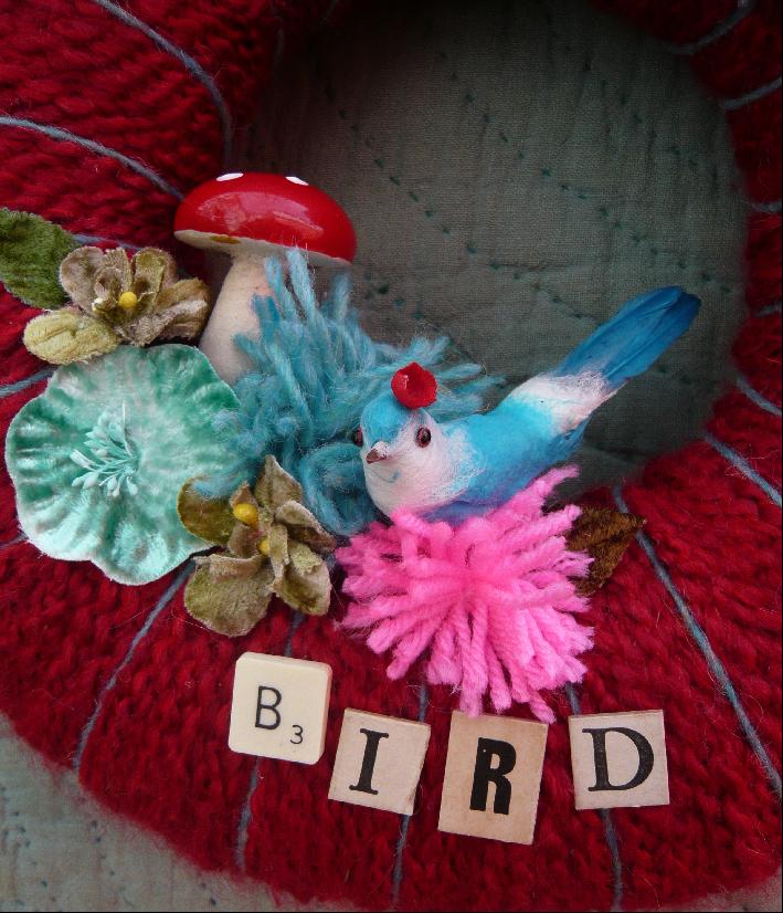 Pretty Bird & Yarn Wreath Red, detail