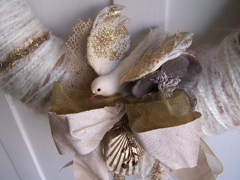 White & Gold Bird Yarn Wreath, detail