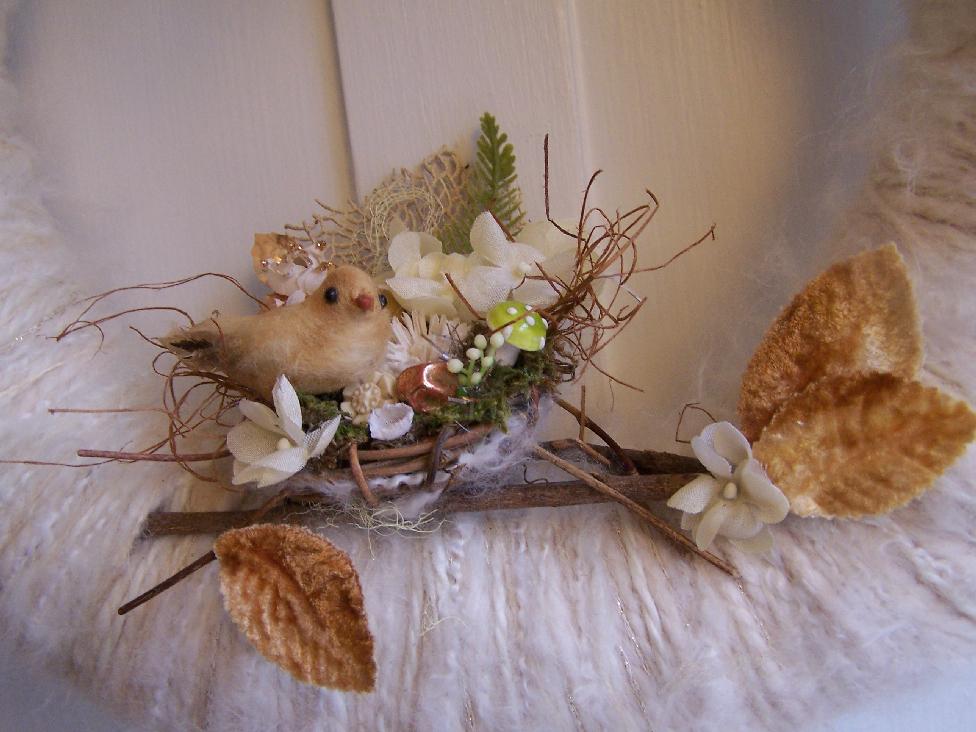 Winter Whites Nest & Yarn Wreath, detail