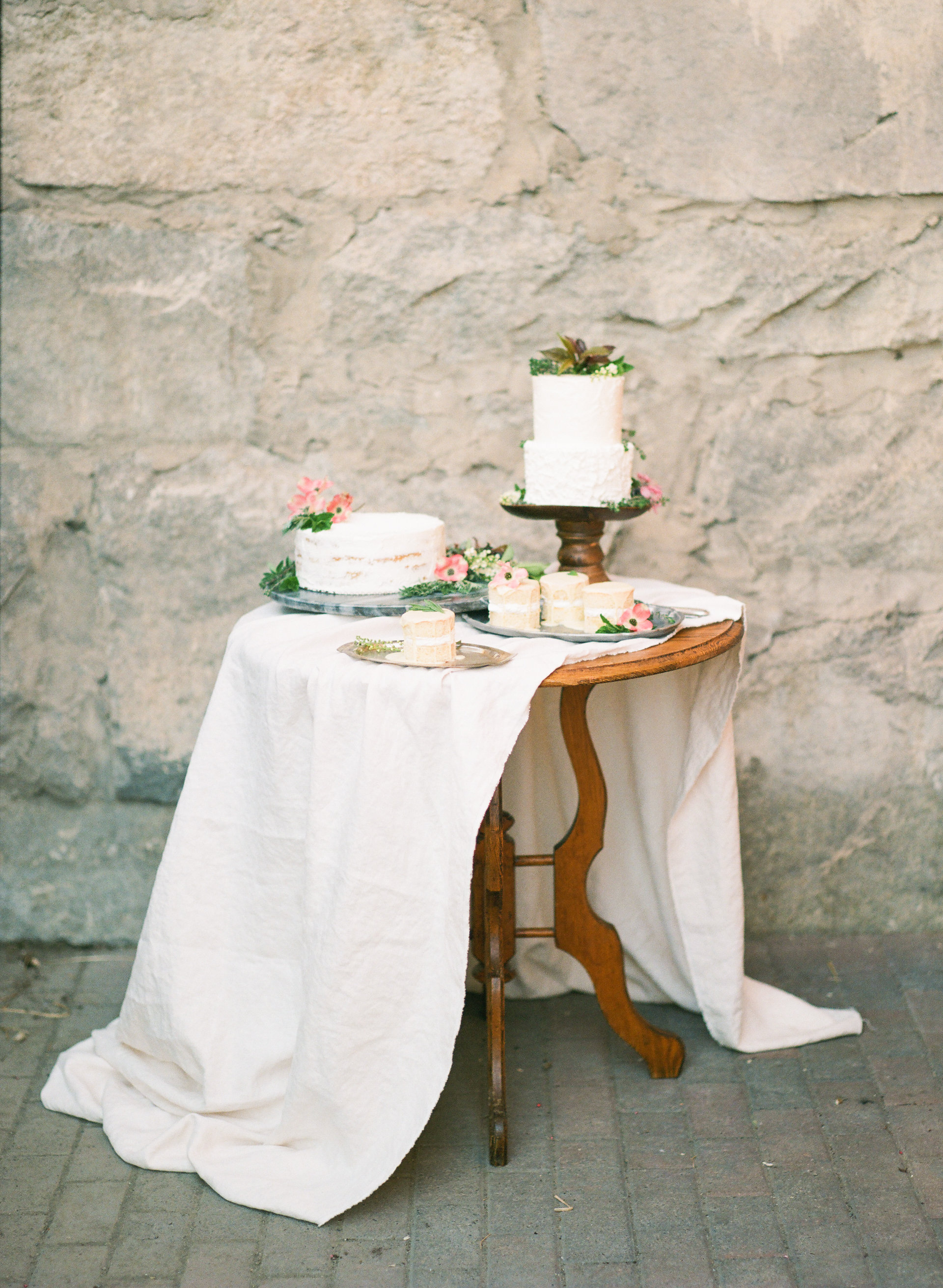 PHOTO BY URBAN ROSE PHOTOGRAPHY // STYLING BY DANA MUCHOW DESIGN