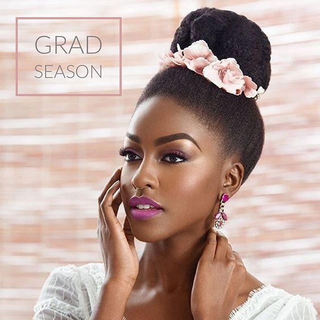Hello June!! You guys know what that means...grad season!!! 👩🏽🎓Today it's all about natural hair style inspiration and glam!! 😬🍾🎉 . Not graduating this year...that's ok. It's also wedding season! 😉 Which is your fav look?🤔🤩 . #glamnaturalhair #formalnaturalhair #hairstylegoals #naturalhairtt #trinidadnaturals #caribbeannaturals #benaturallyyou #beautybagtt