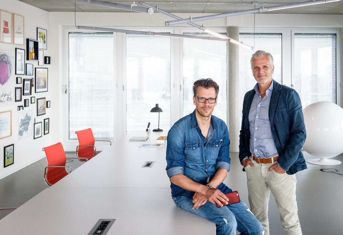 Agentur think, Jan Bechler und Michael Trautmann - für Medienbroschüre der Stadt Hamburg