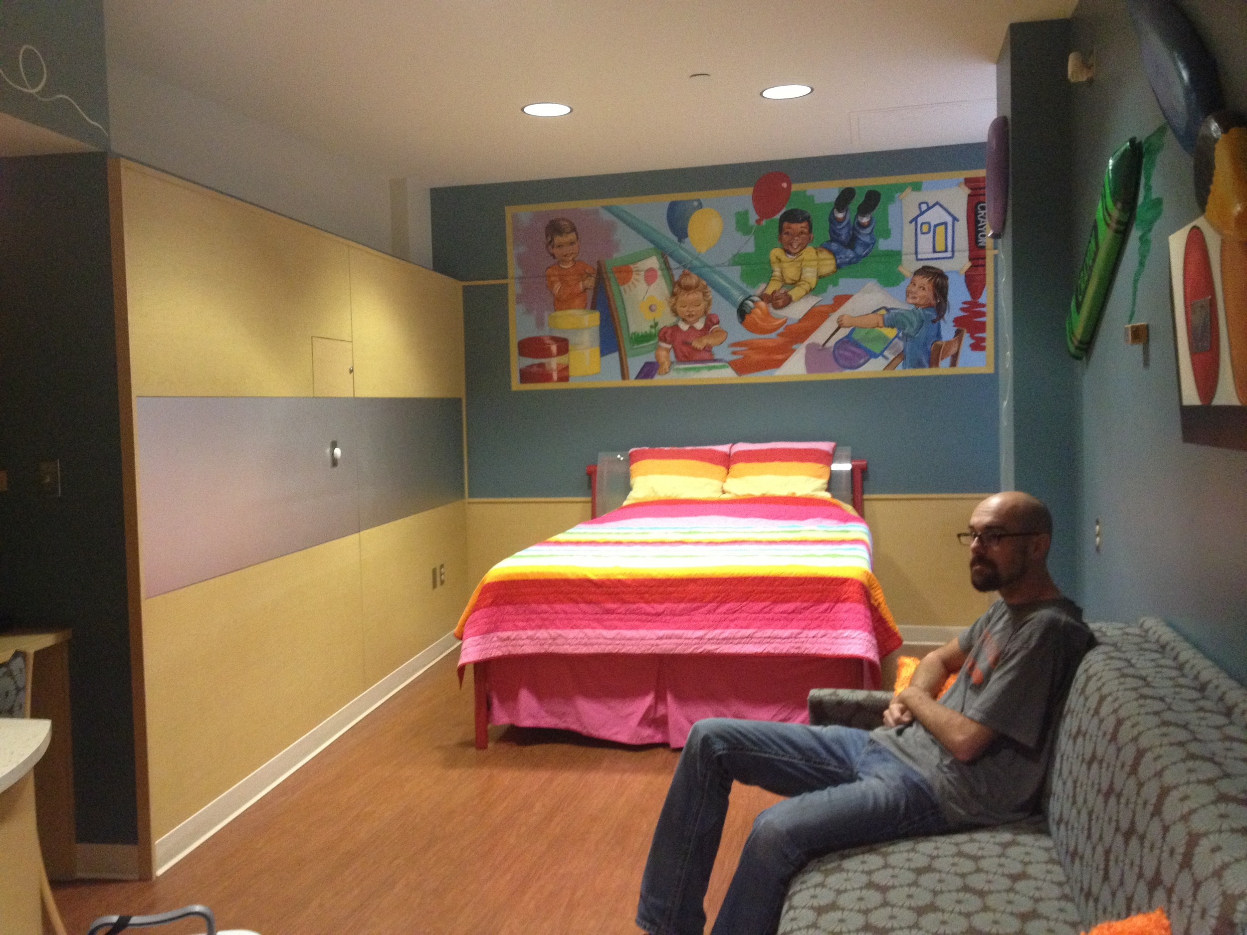 Ronald McDonald House provides us with a sleeping room for three nights! FREE of charge. And it's two floors down from Ms. A
