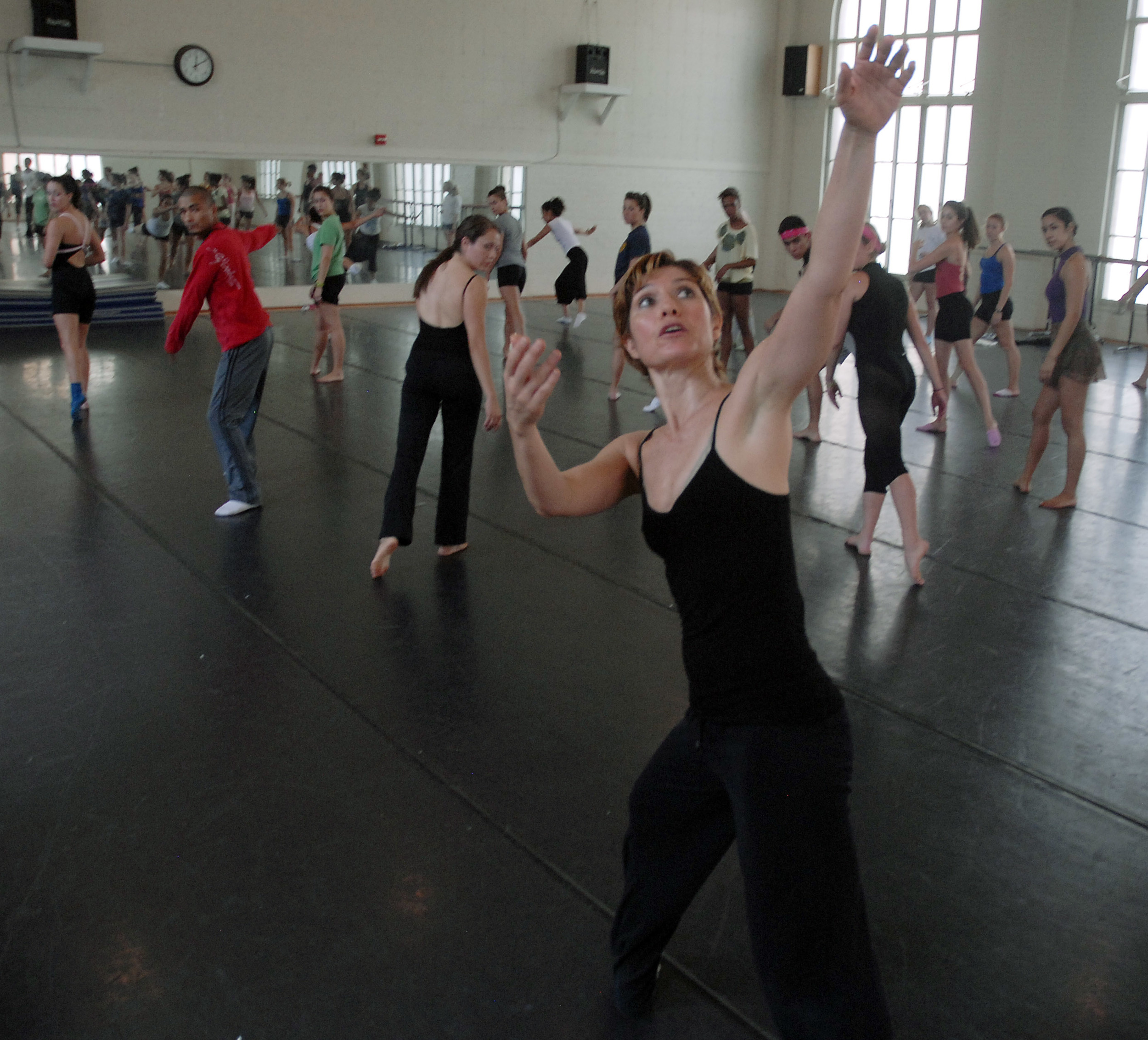 Delfos teaching master class at University of Texas at Ausin, Department of Theatre and Dance. Photo credit: Bret Gerbe