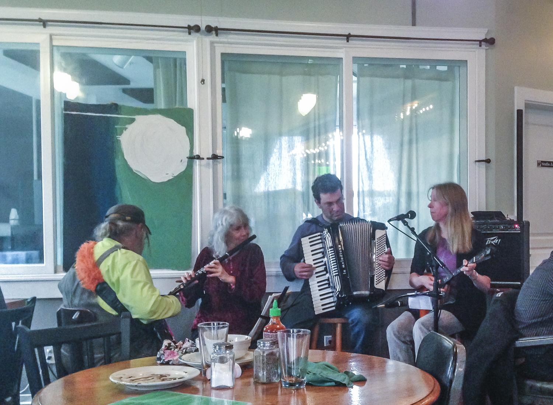 Live music for dinner at the Larkspur Cafe.