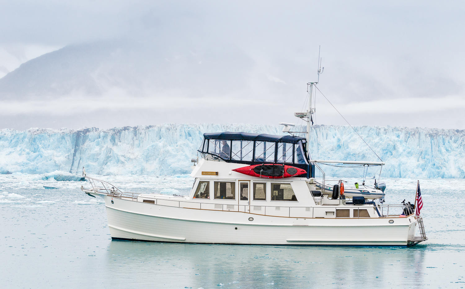 The perspective makes  OceanFlyer  look big in front of the Columbia Glacier. But we're still a 1/4 mile away.