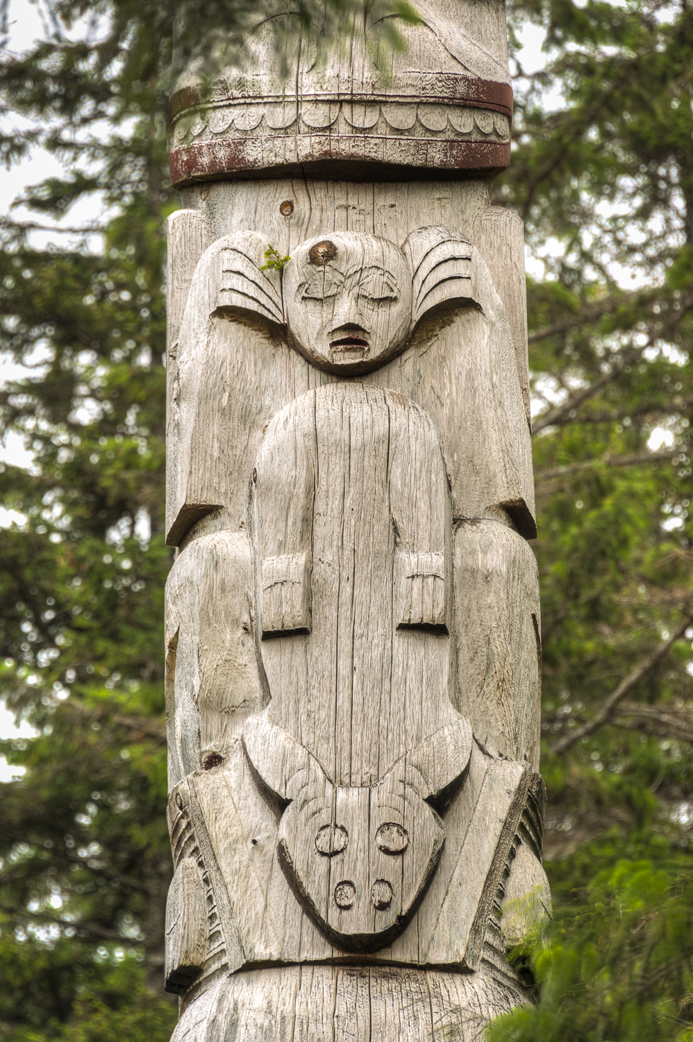 Anybody else see Bozo the Clown in this totem.
