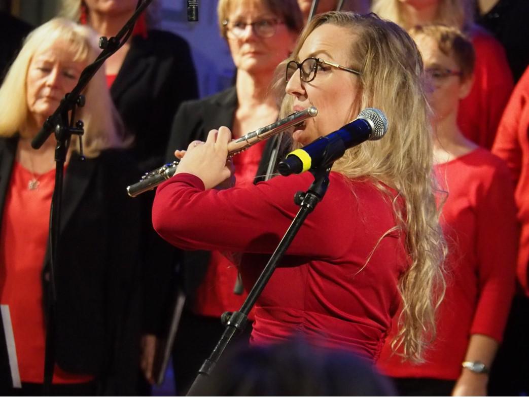 Kveldens flotte og også fløytespillende sangsolist, Silje Mikkelsen
