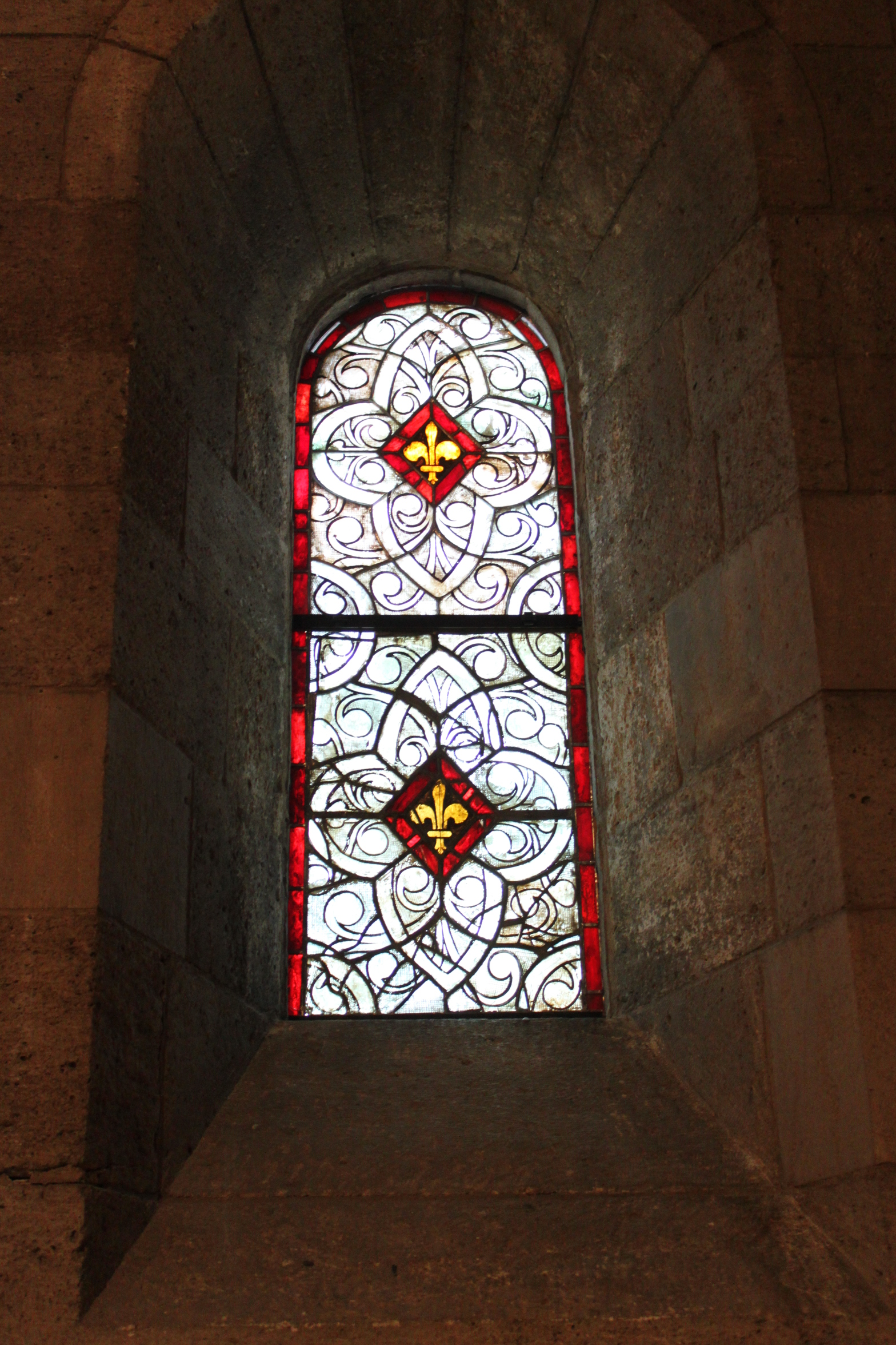 Cloisters, Langon Chapel Indre McCraw, 13th cent grisaille window- top half replication, bottom half original.JPG