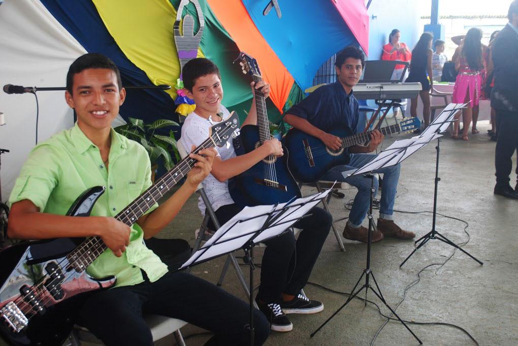 Donacion-de-Instrumentos1.jpg