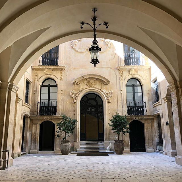 A fine example of a beautiful motor court in front of this entrance. We rarely see them in Australia however they are popular in Europe