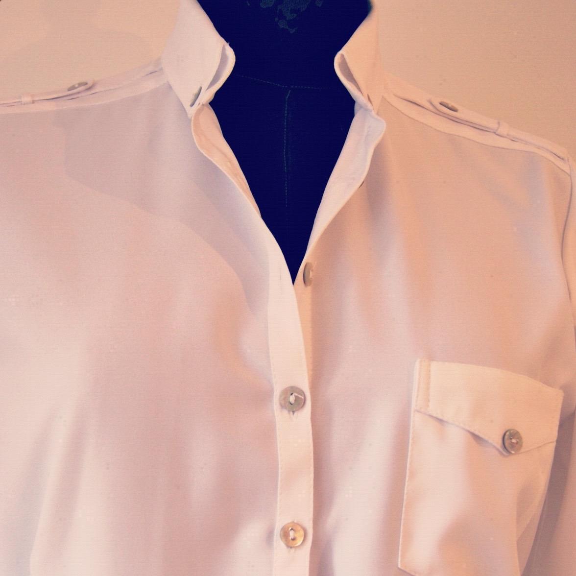 Blusa Blanca Charreteras