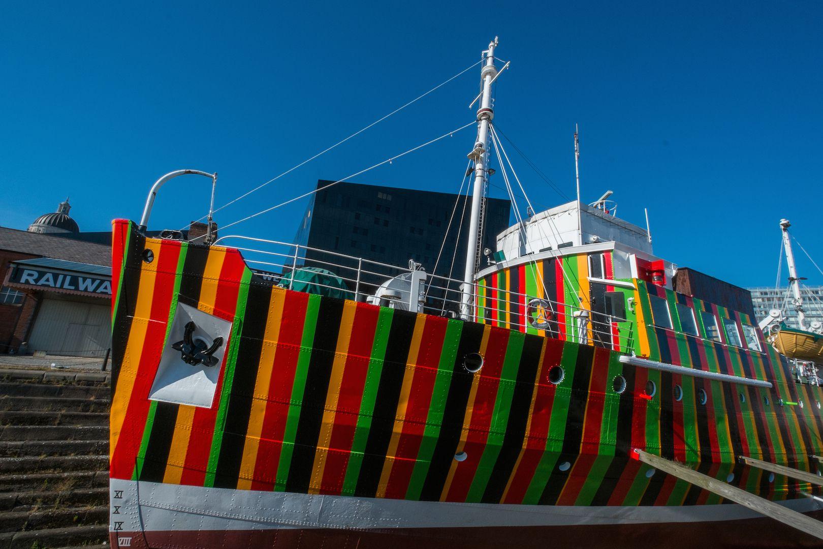 Carlos Cruz-Diez, Induction Chromatique à Double Fréquence pour l'Edmund Gardner Ship / Liverpool. Paris, 2014. Photograph by Mark McNulty.