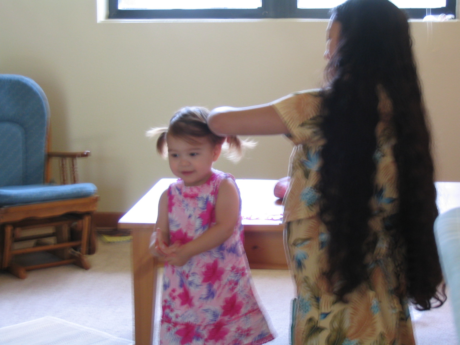 April 2005 021 - Franicia Mommy fixing Heistheway's hair.jpg