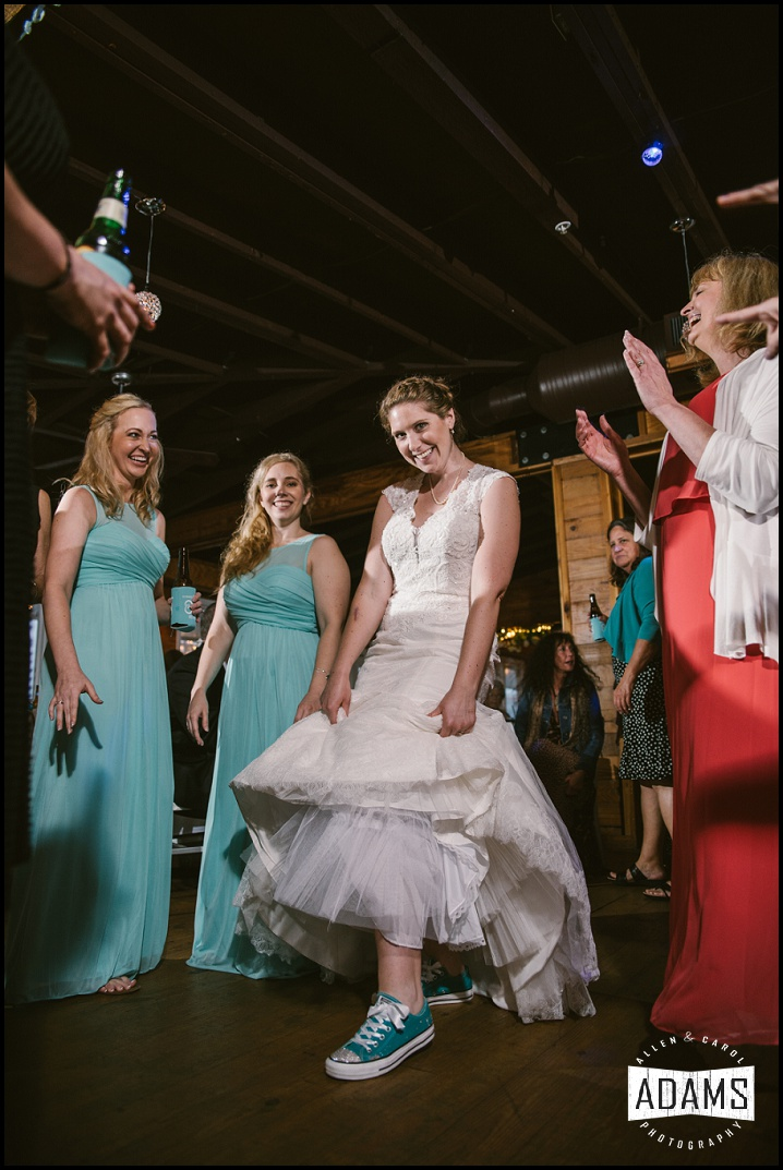 YES, BRIDES! YOU CAN WEAR WHATEVER SHOES YOU WANT TO WEAR ON YOUR WEDDING DAY! THIS BRIDE SURE IS PROOF OF THAT. SHE TOTALLY WORKED THE CONVERSE WITH THE WEDDING GOWN LOOK!