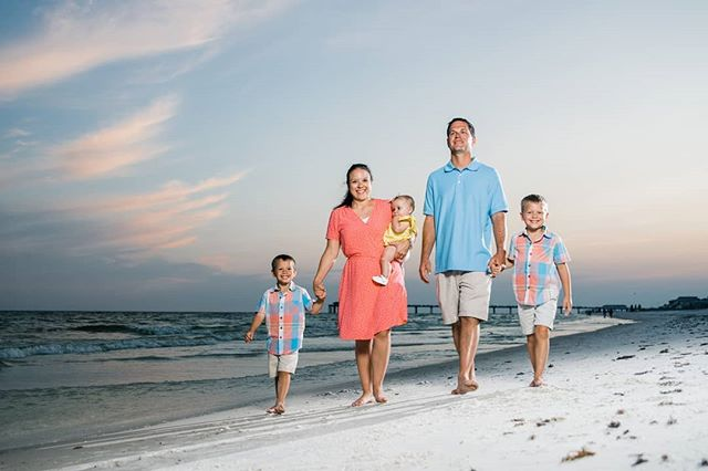 Missing lazy days of summer? We are too! So we thought we'd share the blog of this beautiful family we got to photograph this summer in Destin Flordia & kick off the weekend with their encouraging story  And they have a very special story! Clink on link in bio to read about their journey and how God has loved on them! Enjoy your weekend!! #familyphotographer #destinfamilyphotos #beachfamilyphotos #destinbeaches #familylove #godisfaithful #storiesoffaith #northfloridafamilyphotographer #gulfcoastbeachss #kentuckyfamilyphotography #rainbowbaby #rainbowbabyphotography
