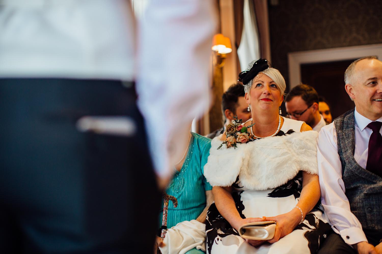 Ringwood Hall sheffield wedding photographers (33).jpg