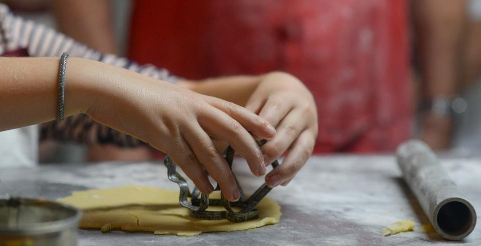 kids+cookie+making.jpg