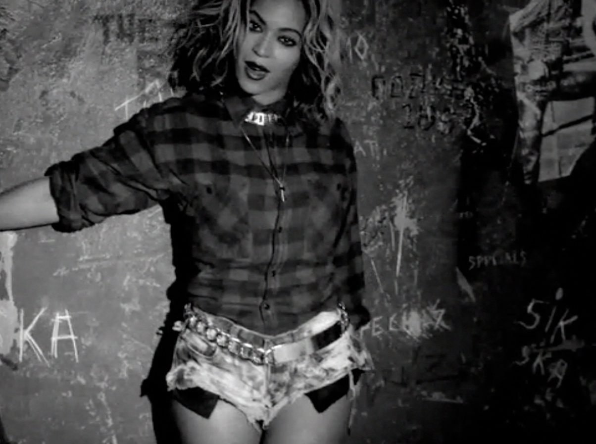 beyonce-best-video-looks-06_123906912800.jpg_gallery_max.jpg