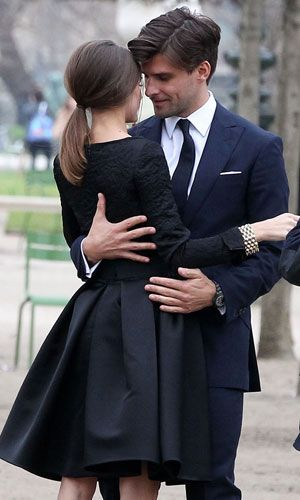 They are a beautiful couple, this is a classic Parisian look (and every girls' dream)